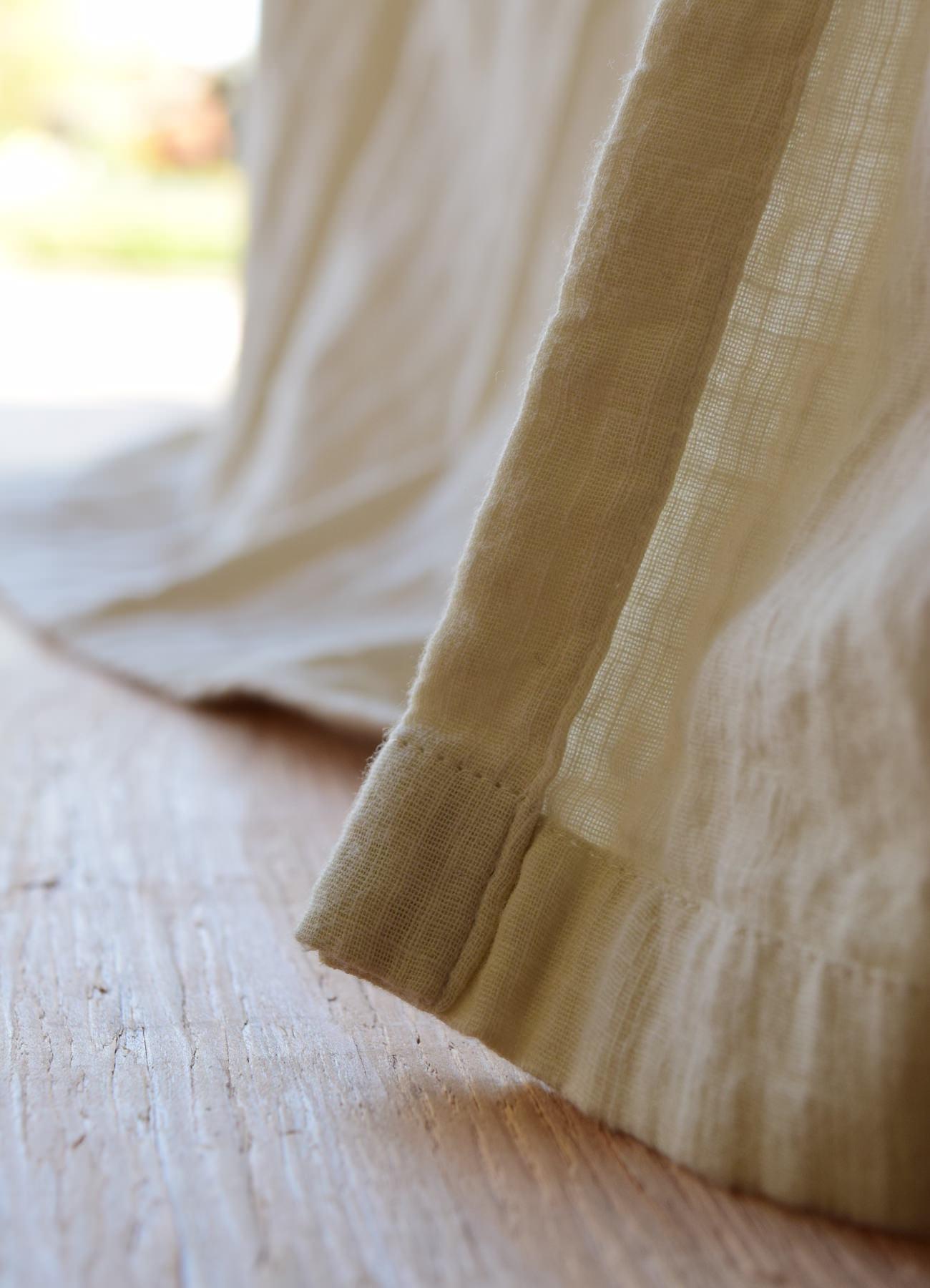 柔らかい素材のカーテン③